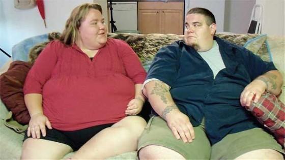 Een foto van dikke mensen.